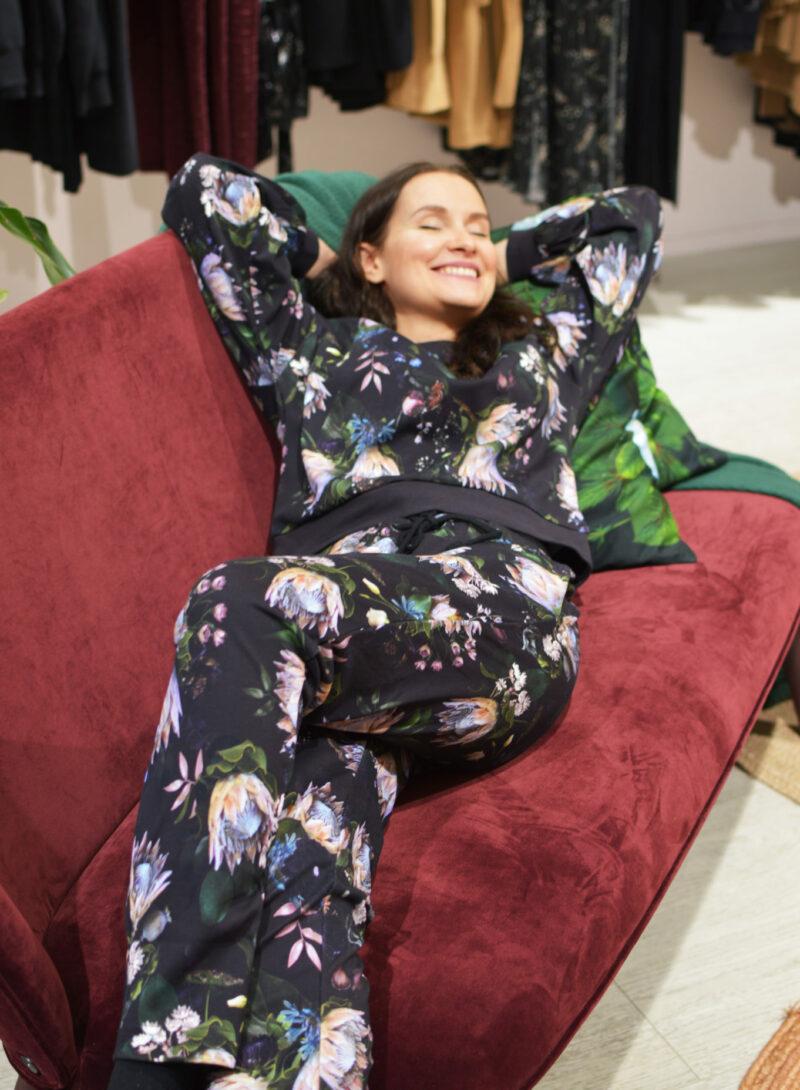 Uhana - Untamed Sweatshirt & Restful Pants, Enigma
